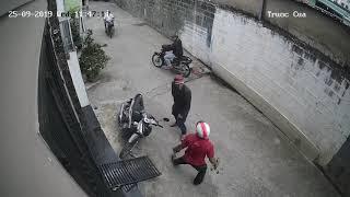 Chôm xe máy bất thành, gây sự người dòm ngó