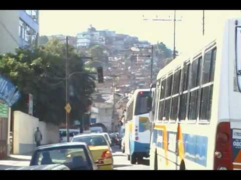 olha que beleza cartão postal do rio de janeiro engarrafamento e favela!!