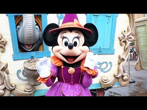Minnnie Mouse Meets Us at Mickey's Not-So-Scary Halloween Party in Her Witch Costume