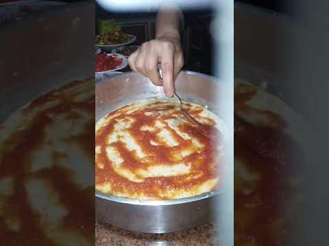 صورة  طريقة عمل البيتزا طريقه عمل البيتزا بالتونه/  و الرنجه/ والفراخ طريقة عمل البيتزا بالفراخ من يوتيوب