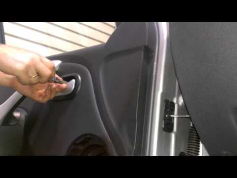 Как снять обшивку передней двери на ларгусе