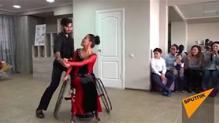Танго в инвалидной коляске — в Бишкеке открылась необычная школа танцев