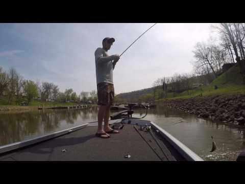 Ohio  River Bass Fishing. Flipping!!