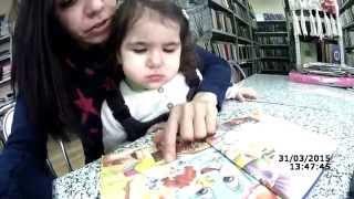 В библиотеке с малышом. Чем развлечь ребенка. Инге 1 год 9 месяцев.