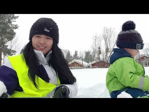 เล่นกับลูก หลังบ้าน ตอนเลิกเรียน Leka Med Barn Efter Hämta Från Dagis.
