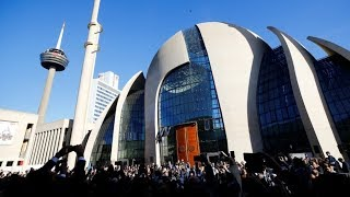 أردوغان يفتتح أكبر مسجد في أوروبا