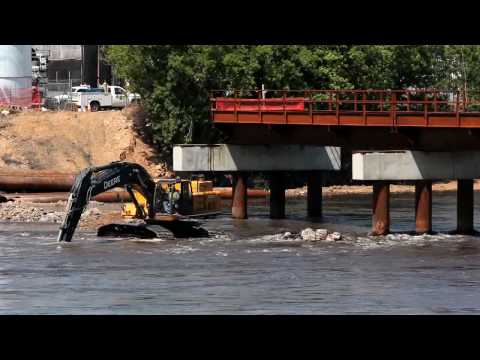 Digging causeway for new Cedar Rapids railroad bridge
