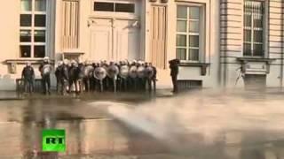 Пожарники против полиции на митинге в Брюсселе