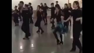 Танцевальный юмор. Обычная школа танцев в Китае.