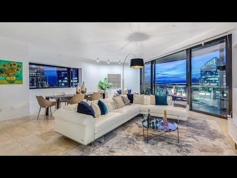 Luxury Sub-Penthouse with Sweeping Views of Coal Harbour