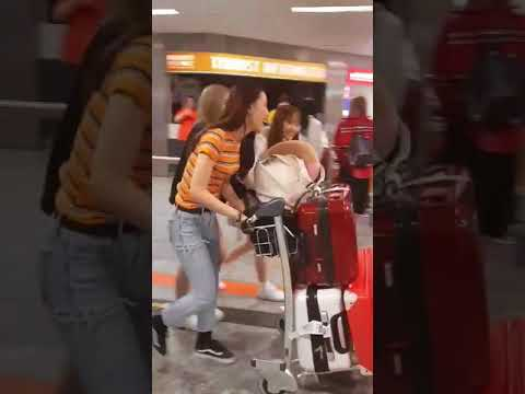 LOONA appear in Hungary airport!!!!!(LOONA...