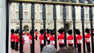 Changing of the guard James Bond theme