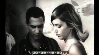 Il regista Pietrangeli viene intervistato alla prima del film La Parmigiana.