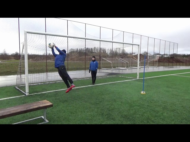 Goalkeepers training drills • Warm up • Shot stopping • Reaction (HD)