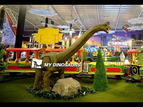 Long neck dinosaur animatronic Brachiosaurus