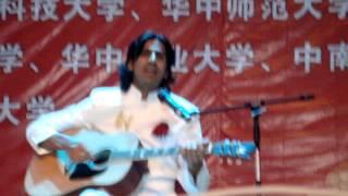 Pakistani guy singing in Chinese language Chinese song