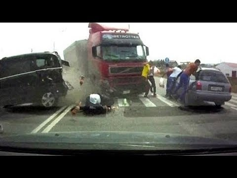 Best of Russian Driving Fails 2017