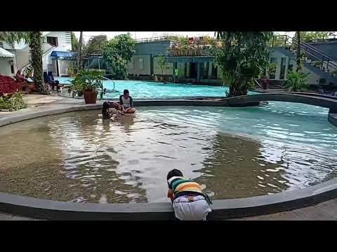 review-kolam-renang-the-jayakarta-hotel,-bandung.