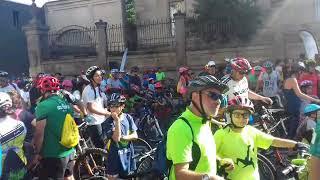 Buen ambiente en los instantes previos a la salida del Día da Bici