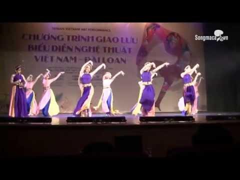 Dàn thiếu nữ tươi trẻ cao đẳng nghệ thuật Hà Nội múa quạt
