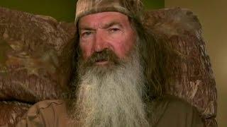 Phil Robertson defends Trumps stance on guns in sch...