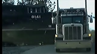 В грузовик на полном ходу въехал поезд