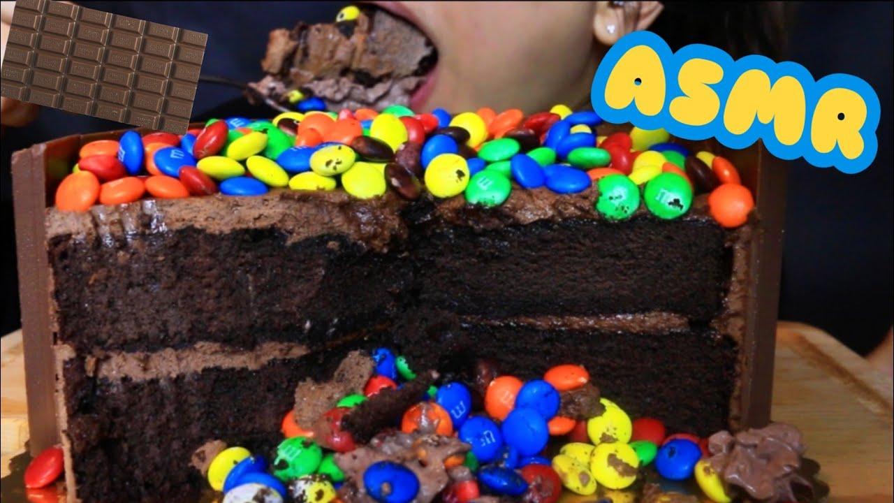 ASMR M&M KITKAT CHOCOLATE CAKE DESSERT BIG BITE ( EATING