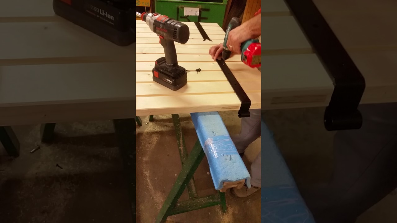 comment fixer les volets battants en bois youtube. Black Bedroom Furniture Sets. Home Design Ideas