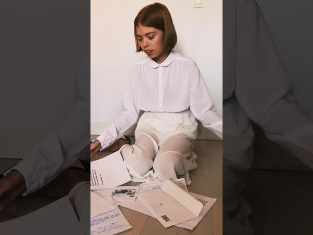 Изображение предпросмотра прочтения – ЕлизаветаВахнина читает произведение «Она сидела наполу…» Ф.И.Тютчева