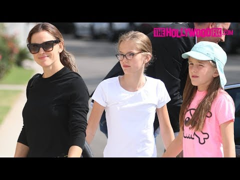 Jennifer Garner Prays For Ben Affleck's Recovery At Church With Their Daughters Violet & Seraphina