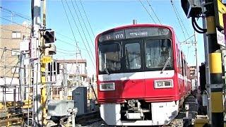 京急大師線小島新田駅に入線する1500形1501F(産業道路地下化後)