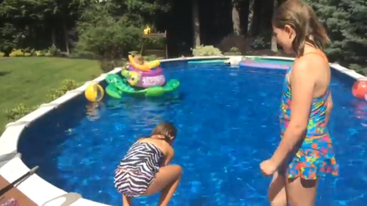 best friends girls challenge in pool challenge girls
