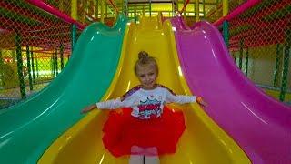 Indoor Playground for kids Play Center! Ярослава в Развлекательном Центре для Детей!