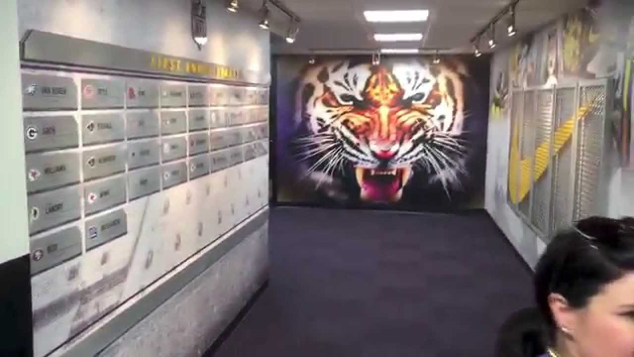 Tour LSU Gameday YouTube - Football Locker Room