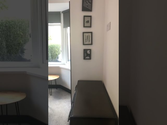 Boutique ensuite room - centre of Wakefield Main Photo
