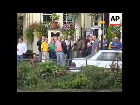 UK: LONDON: 2,000 TAKE PART IN GREAT RIVER RACE ON THAMES