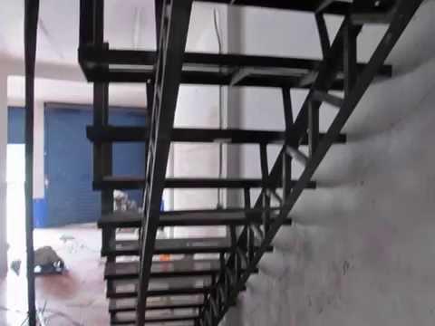Escalera hidraulica herreria naval levy doovi - Escaleras metalicas plegables ...