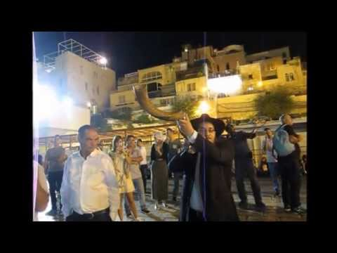 Western Wall at Night   Shofars and Thousands of people