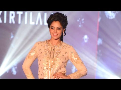 Bindu Madhavi walks the ramp at Madras Bridal Fashion Show | Galatta Tamil
