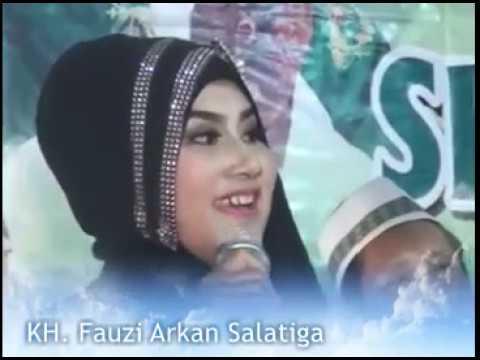 2} KH. Fauzi Arkan Terbaru bersama Artis Cantik