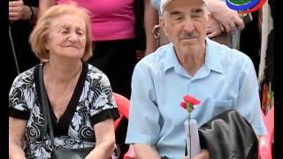 Глава республики и сотни махачкалинцев исполнили на Университетской площади песни военных лет