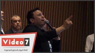محمد فؤاد يبكى باحتفالية