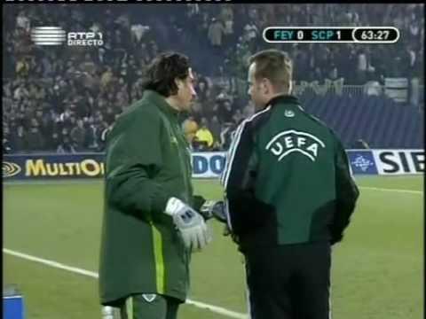 Adeptos do Feyenoord interrompem jogo depois do golo do Sporting em 2004/2005