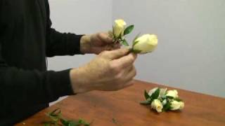 Repeat youtube video How to Make a Corsage and Boutonniere for a Wedding