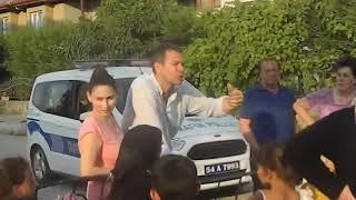 Sakarya Hendek 39 te Beledeye Başkanı İrfan Püsküllü 39 ye kızan kadınlar yolu kapattı