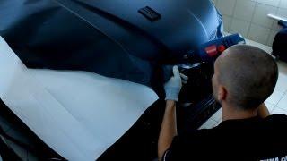 Как клеить карбоновую пленку. Подробный урок. (Часть 3/3)(Оклейка автомобиля черной пленкой. На видео рассмотрен процесс нанесения черной матовой авто пленки Luxon..., 2012-11-26T06:43:18.000Z)