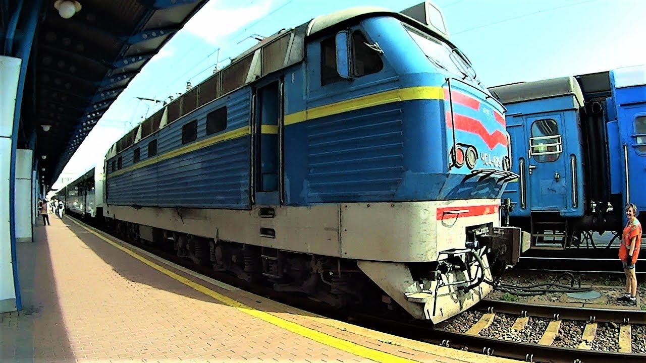 Скоростной поезд в Киев. Макс залез в локомотив поезда. Огромный аквариум океан Плаза