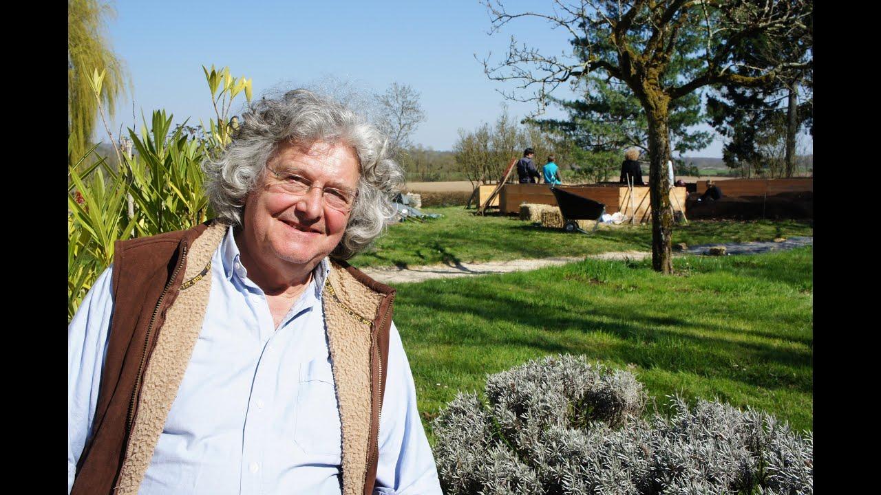 Marc grollimund un paysan adepte du jardin mandala youtube for Les jardins 4 saisons