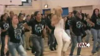 Beyonce gave an unforgettable performance for some students at a New York City school