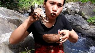 Primitive Technology - find fish at river - Eating fish delicious 19 thumbnail